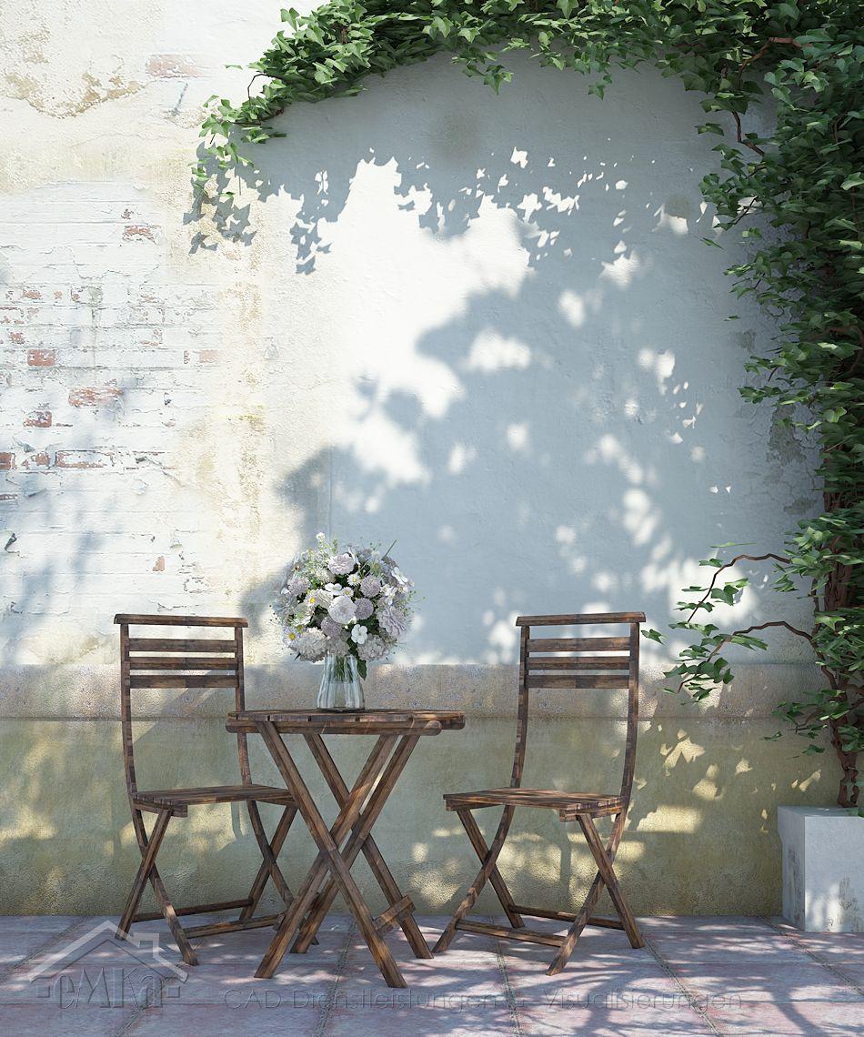 Gartenstühle vor Mauer
